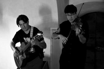 11_Miguel-Angel-voce-e-chitarra-e-il-figlio-Lautaro-Acosta-violino